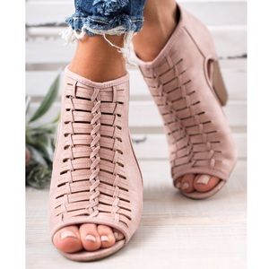 🆕LAST PAIR 💔 Mia Woven Booties In Blush